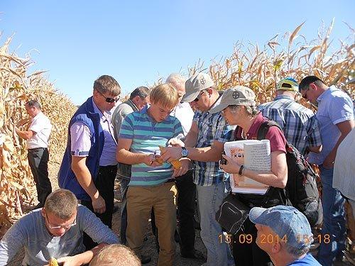 практичний тренінг на демонстраційному полі АгроАрени від агронома зі США